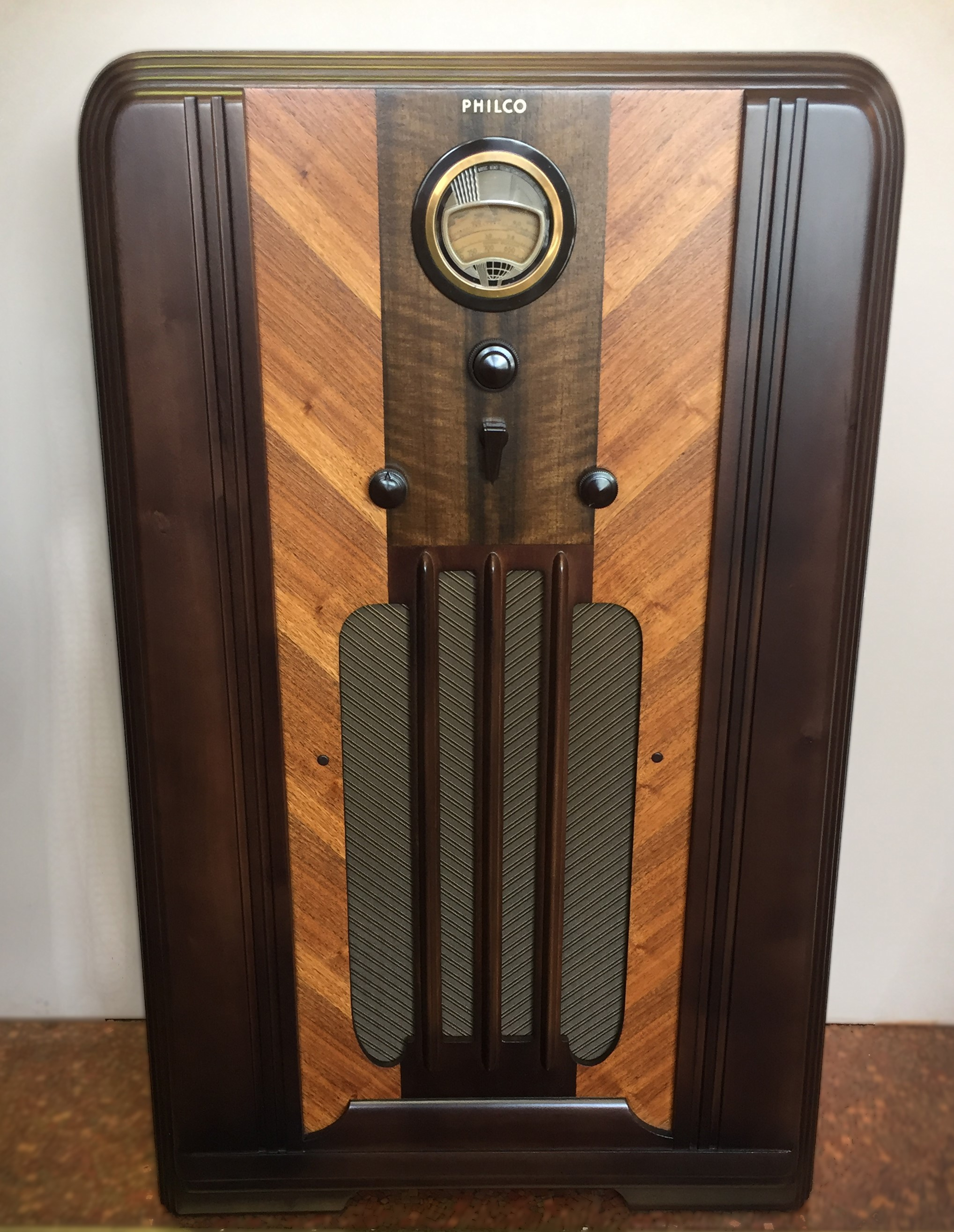 Rca Under Cabi  Tv together with Updatingrestoring An Old Stereo Console Diy Part 2 Demo besides 401248117885 likewise Console Radios moreover Radiola18 2. on antique rca radio parts
