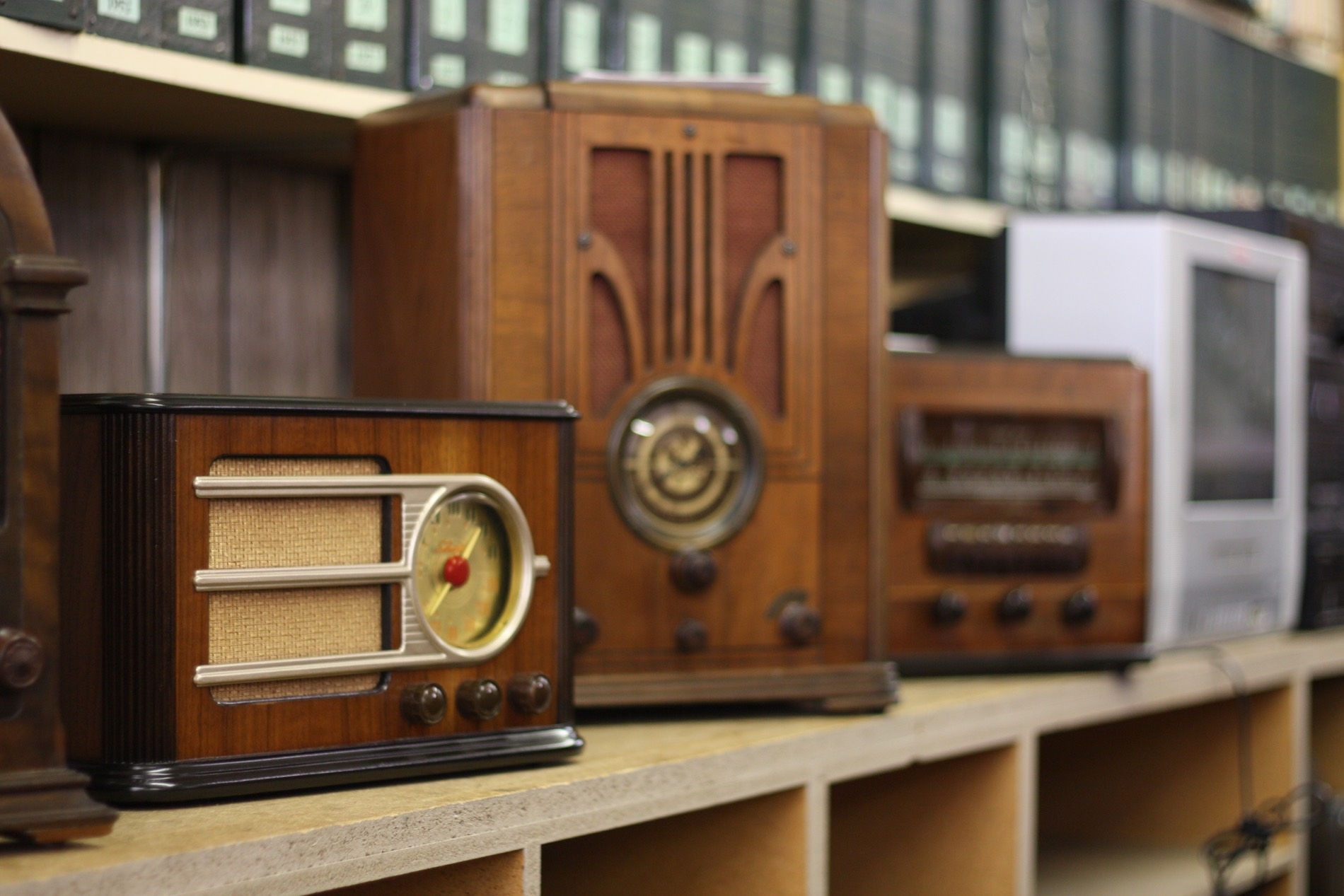 Delicieux Wood Radio Cabinets